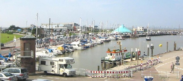 Hafen und Strandportal von Bensersiel